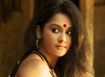 Actress-Lakshmi-Priyaa-27